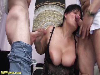 групповое порно кончают на лицо