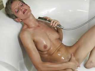 Зрелые женщины в бане секс