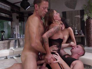 Домашнее групповое порно с женой